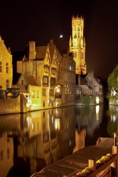Reflection In Bruges by gvet