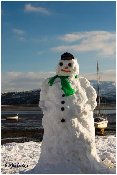 Snowman in Borthygest by Gwladys