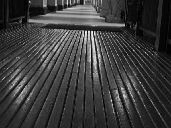 shiney  floor by tattsdurham