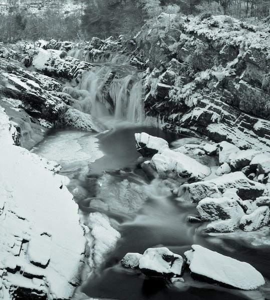 Rogie Falls by jamesh
