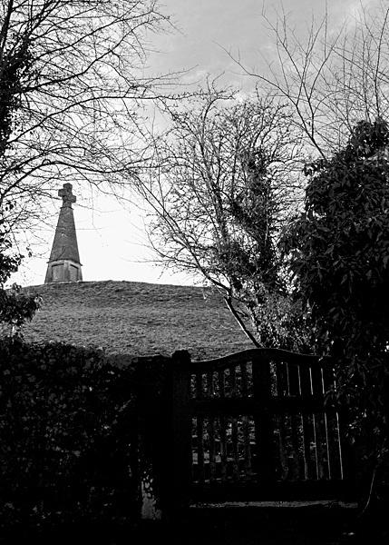 Memorial from church yard gate by xwang