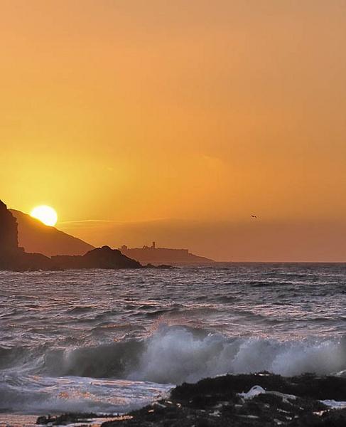 Sunset over Peel Castle by EdricCross