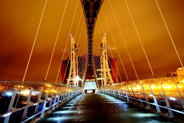 salford quays bridge by gingerbenno