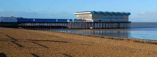Herne Bay Pier by geoffmilner