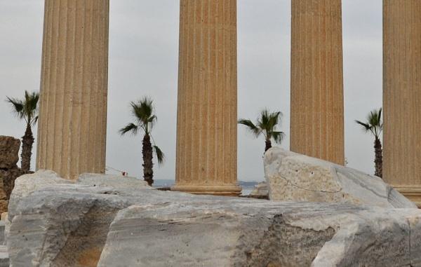Pillars by Markus_Brehm