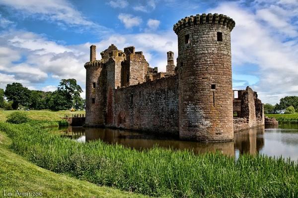 Caerlaverock Castle by lesarnott