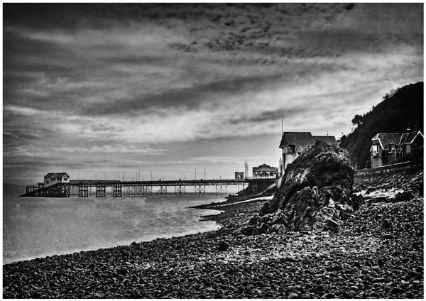 Mumbles Pier B-W by achieverswales