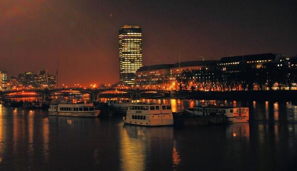 Thames by night by gabriel_flr