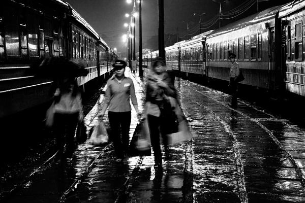 Platform Parade by TommyStr