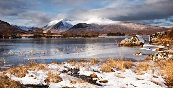 Lochan na Achlaise by Bellai