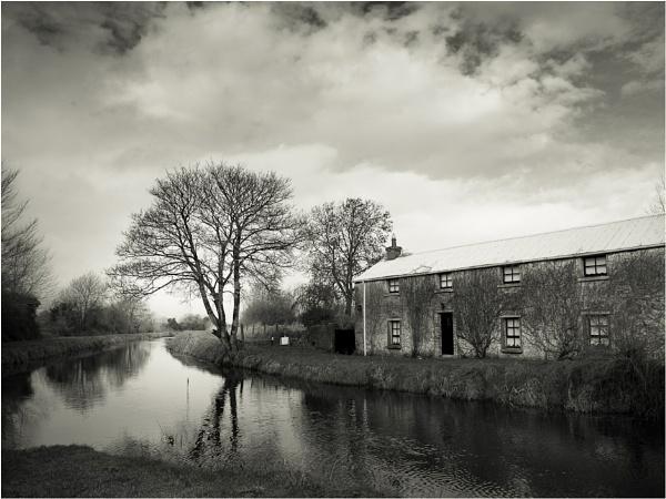 Canal Halt by Ganto