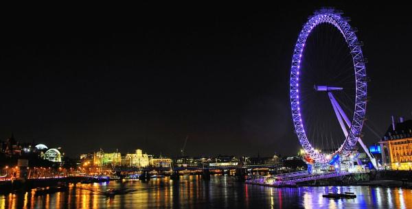 London Eye by night again... by gabriel_flr