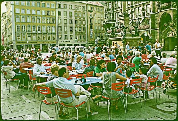 Sidewalk Cafe. by Carlkuntze
