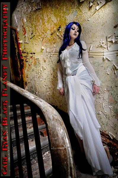 "\""Where beauty has no ebb, decay no flood\""........ by redmist"