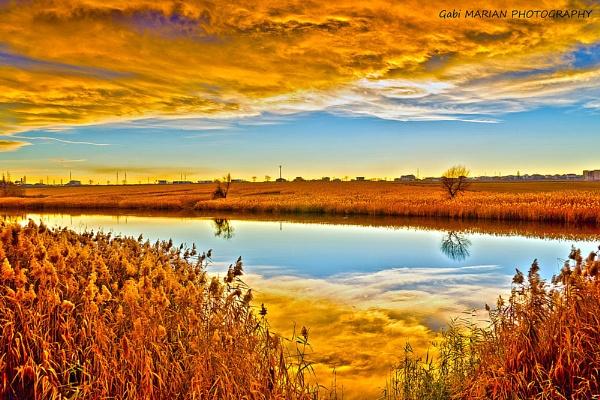 Golden Lake by gabymarian