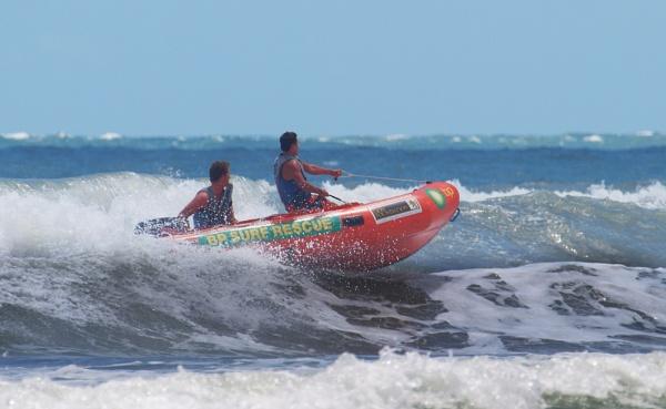 Surf Rescue by chensuriashi
