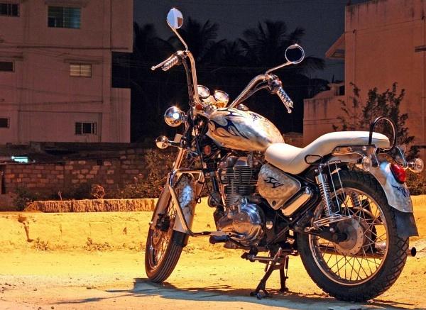 Custom Bike - Royal enfield thunderbird by pingreek