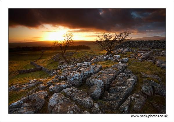 Sunset over Settle by richardwheel