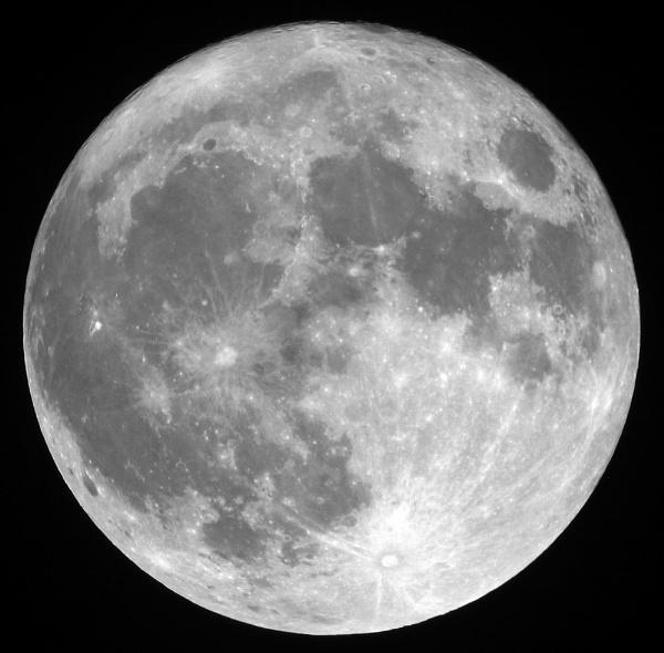 Full moon by Adam_H