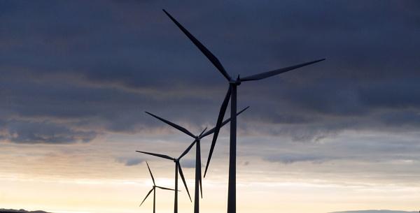 wind turbines by rhonahelen