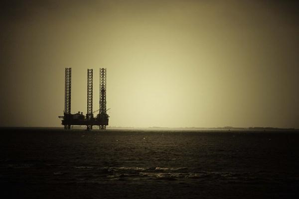 Oil Rig by Lexxy