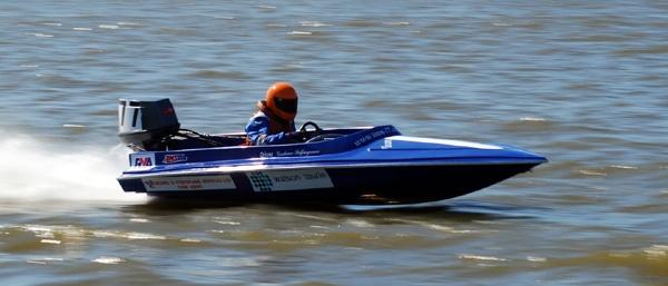 Racing Boat by ravenje