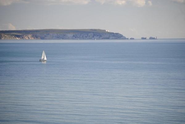 Sailing across the sea by suekib