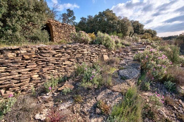 Capitelle and dry-stone walls by Gaucho