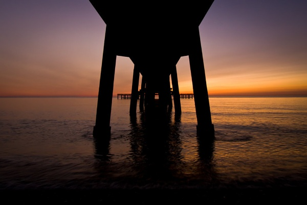 Dawn Under The Pier by gvet