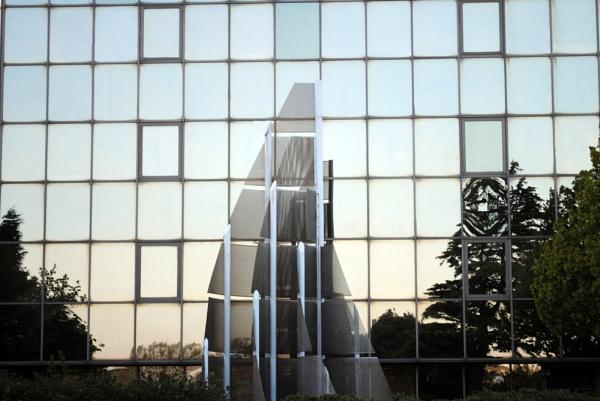 Glass reflection by suekib