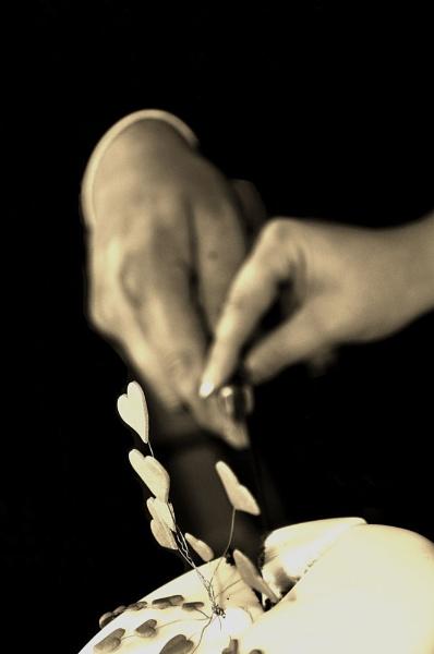 Cutting the wedding cake ... by MTFernandes