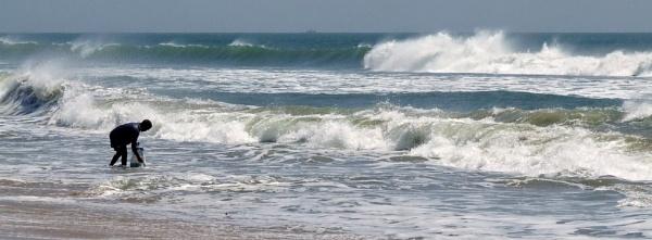 Surf Fishing For Beginners by kentishtraveller