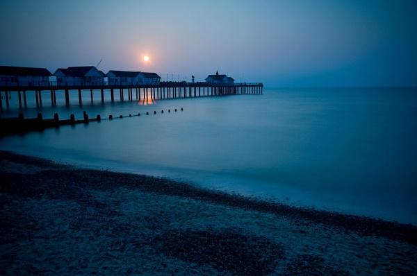 Sun up over Southwold Pier by StuartAt