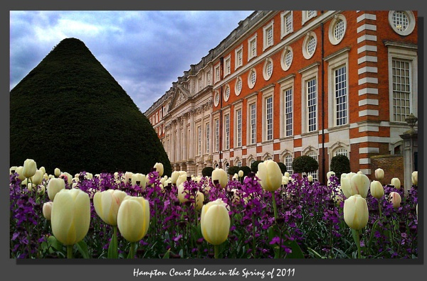 Hampton Court Palace, rearview by WimdeVos