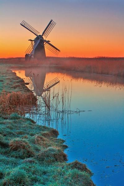 Herringfleet dawn by RichieL