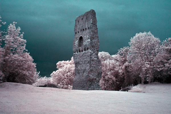 Bramber Ruins by paddyman
