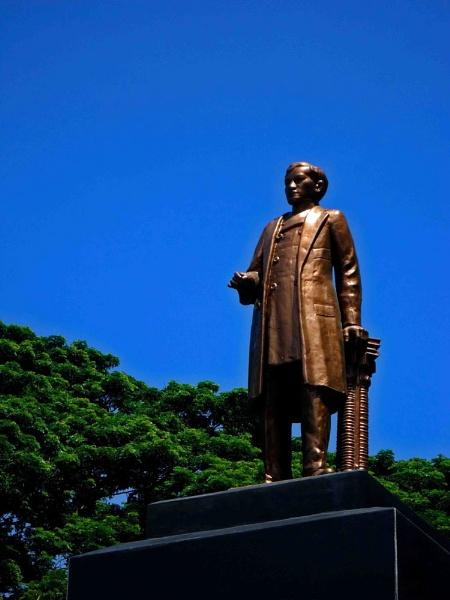 Rizal Monument by lobski