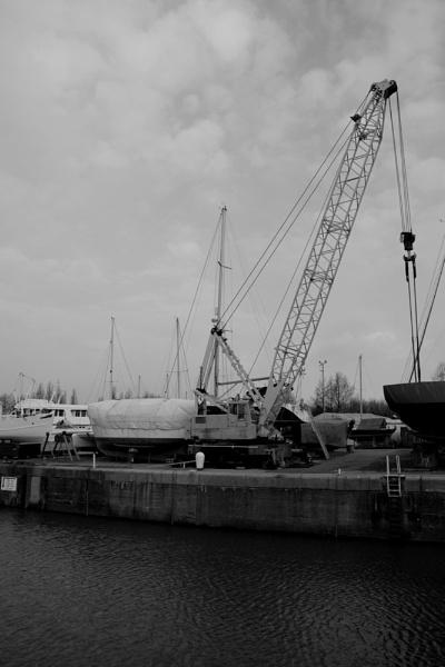 Marina crane by Gregoir