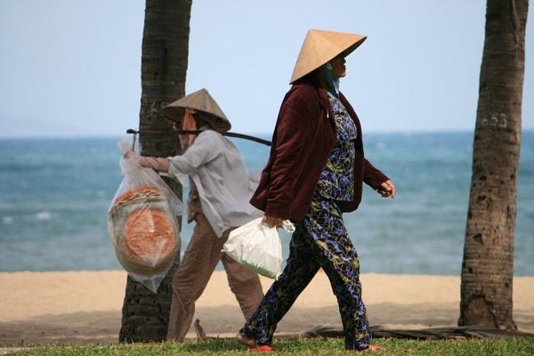 Vietnamese Beach Life by bloice