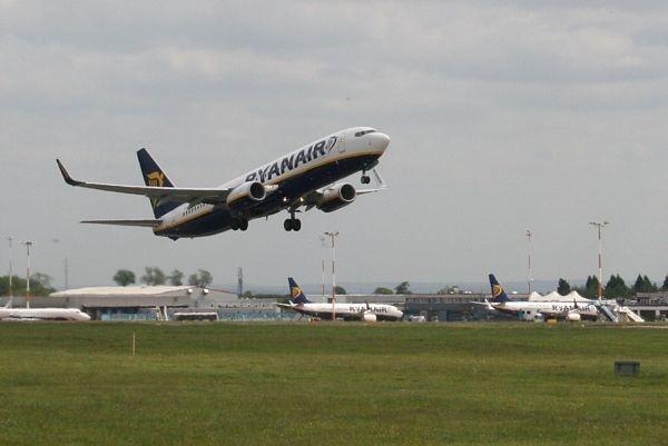 Ryanair take-off by gardenersteve