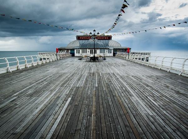 Cromer Pier by Steve Cribbin