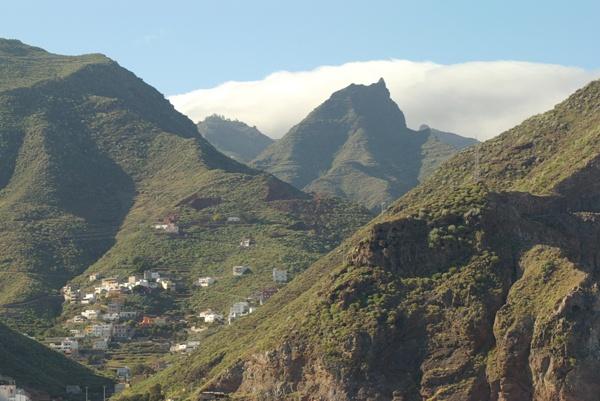 Tenerife Volcanoes settlements - Porta de la Cruz by Ian01