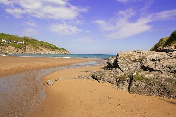 Just another beach scene by Stonemushroom
