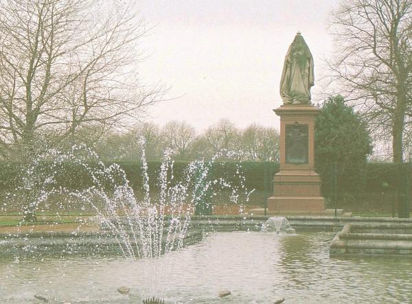 Victoria\'s Statue by Hurstbourne