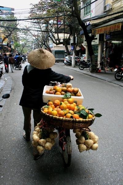Oranges in Hanoi by bloice