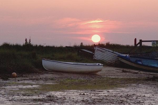 Sunset at Walberswick, Suffolk by JanetKenyon