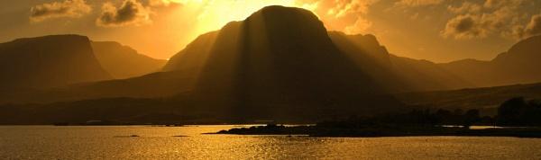 highland sunset by skyesam