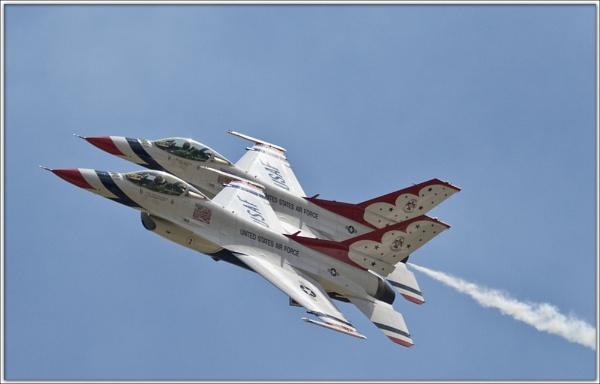 F16 USAF Thunderbirds by Bravdo