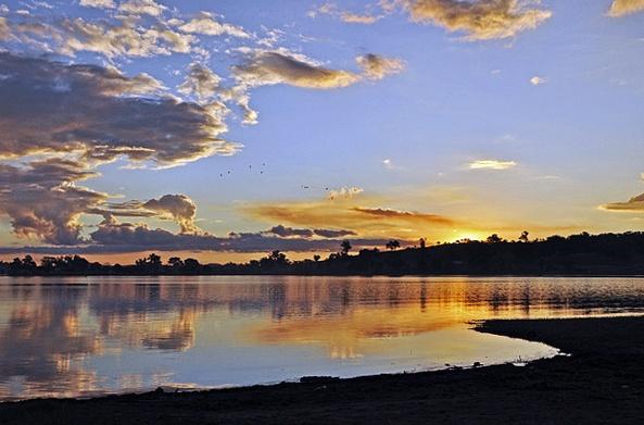 Sunset on Lake Hume by lamby