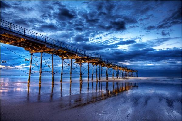 Night pier by cassiecat
